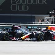 Formule 1 : spectaculaire accrochage entre Hamilton et Verstappen à Silverstone