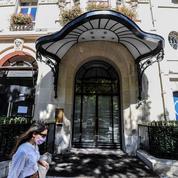Tourisme: mois d'août très incertain en vue pour les hôtels parisiens