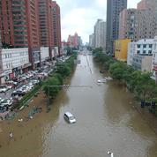 Métro englouti, quartiers submergés : 33 personnes ont été tuées par les intempéries qui frappent le centre de la Chine