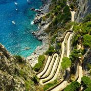 Capri : un minibus fait une sortie de route, un mort et des blessés