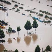 En images : scènes de chaos en Chine après des inondations dévastatrices