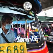 À Bangkok, le blues des chauffeurs de tuk-tuks face à l'absence des touristes