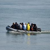 Manche: 88 migrants dont 20 enfants secourus en tentant de rejoindre l'Angleterre