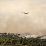 Incendie dans l'Aude : 900 pompiers toujours à l'oeuvre, risque de reprise important