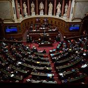 Extension du passe sanitaire : pourquoi le Sénat veut-il rétablir l'état d'urgence ?
