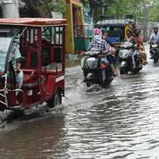 En Inde, le nettoyage commence après les pluies diluviennes