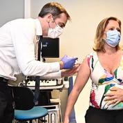 Covid-19 : Olivier Véran vaccine sa collègue Olivia Grégoire, enceinte