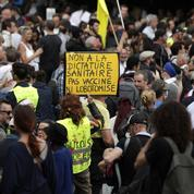Les journalistes, cibles récurrentes des manifestants contre le passe sanitaire