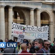 Passe sanitaire : des manifestants massés à Paris après la décision du Conseil constitutionnel