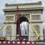 Pendant l'empaquetage monumental de l'Arc de Triomphe, les visites se poursuivent