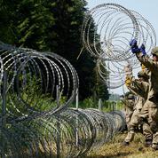 L'Ukraine envoie 38 tonnes de barbelés pour aider la Lituanie à stopper les migrants transitant par le Bélarus