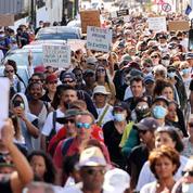 «Scandales sanitaires et épidémies ont provoqué, en outre-mer, une certaine méfiance envers les discours politiques»