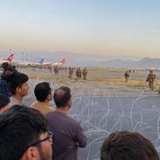 Panique à l'aéroport de Kaboul, l'armée américaine tire en l'air