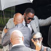 New York : un ex-associé de R. Kelly affirme qu'il a soudoyé un fonctionnaire pour épouser Aaliyah alors mineure