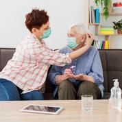 Covid-19 : pourquoi la couverture vaccinale stagne chez les 80 ans et plus