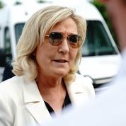 Présidentielle : Le Pen et Macron toujours devant, selon un sondage