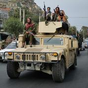 Armes et véhicules abandonnés: un trésor de guerre aux mains des talibans