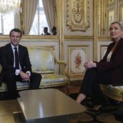 Macron devance légèrement Le Pen au premier tour en 2022, selon un sondage