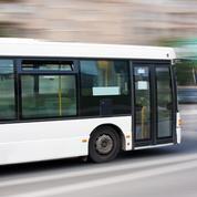 Rhône : un bus visé par des tirs d'arme à feu près de Lyon