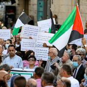 14 membres des forces palestiniennes accusés de la mort d'un critique d'Abbas