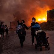 Grèce: des ONG critiquent le confinement des migrants un an après le feu de Moria