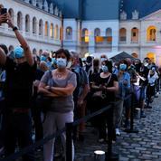 «C'est l'image de la France qui allait bien qui disparaît», le public rend un dernier hommage à Belmondo