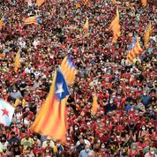 Les indépendantistes catalans dans la rue avant des négociations avec Madrid