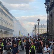 Manifestations contre le passe sanitaire : 121.000 manifestants en France, 104 interpellations à Paris