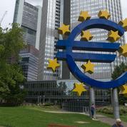 L'euro se stabilise face au dollar dans un marché hésitant