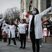 Hôpital : prime de 100 euros net et hausses de salaires pour les sages-femmes en janvier
