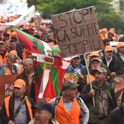 Chasse : des dizaines de milliers de manifestants en orange pour défendre un «monde rural menacé»