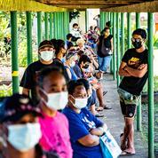 Covid-19 : 2500 Polynésiens manifestent contre l'obligation vaccinale