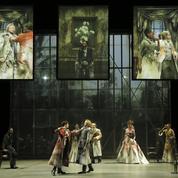 Théâtre: Les Démons à la Comédie-Française, le poids des mots et le choc des images