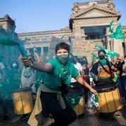 Amérique latine: des milliers de femmes exigent le droit à l'avortement
