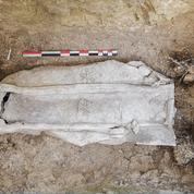 À Arras, sous un centre commercial, découverte de deux nouveaux sarcophages du Bas-Empire romain