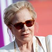«On ne peut pas dire que ce soit beau»: Sylvie Vartan dézingue la statue en l'honneur de Johnny
