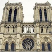Paris : un pilote qui souhaitait se crasher sur Notre-Dame arrêté