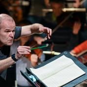 À la tête de son orchestre Les Siècles, François-Xavier Roth en pilote de l'authenticité musicale