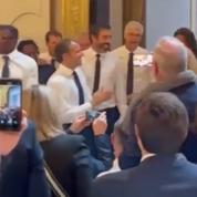 Football : la «3e mi-temps» d'Emmanuel Macron à l'Élysée fait polémique sur les réseaux sociaux