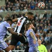«Je suppose qu'il y a un peu d'incertitude parmi les garçons» : le capitaine de Newcastle revient sur le rachat du club