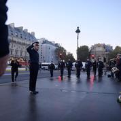Manifestation sanglante du 17 octobre 1961 : le préfet de police de Paris dépose une gerbe de fleurs «à la mémoire des morts»