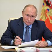 Covid: Poutine met les Russes en congés et les exhorte au vaccin