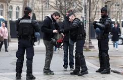 «Gilets jaunes» : 31 interpellations à midi à Paris