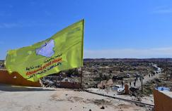 Syrie : un drapeau pour célébrer la victoire sur l'Etat islamique