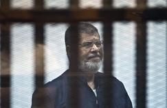 Égypte : l'ex-président Mohamed Morsi succombe à un malaise au tribunal