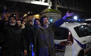 Manifestation surprise devant un théâtre où se trouvait Macron