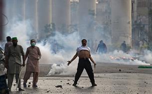 Pakistan : la police disperse des milliers de manifestants anti-Français