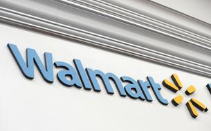 Walmart, numéro un américain de la distribution, renonce au masque obligatoire dans ses magasins