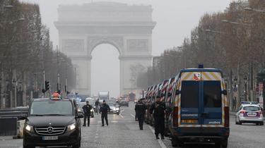 «Gilets jaunes» : aucun manifestant samedi matin sur les Champs-Elysées