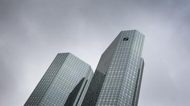 Le PDG de Deutsche Bank doit s'expliquer sur les costumes de luxe de cadres